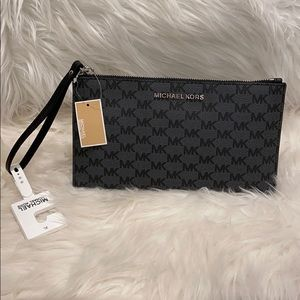 Michael Kors Black/Black LG Zip Clutch new w/ tags